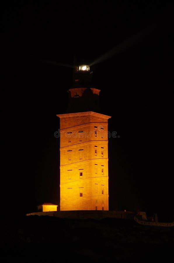 Toren van Hercules bij nacht stock fotografie