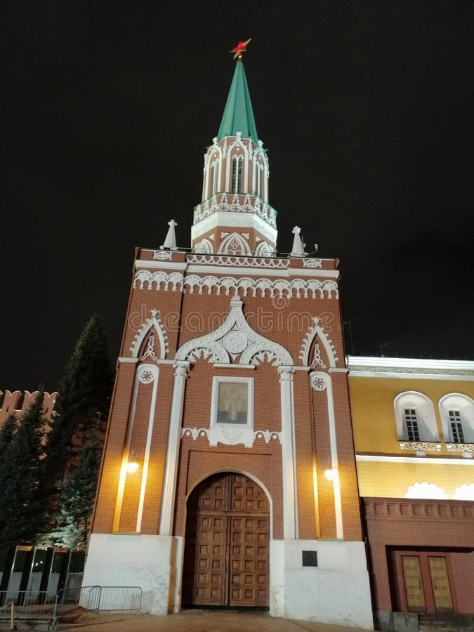 Toren van het Kremlin in de nacht stock afbeeldingen