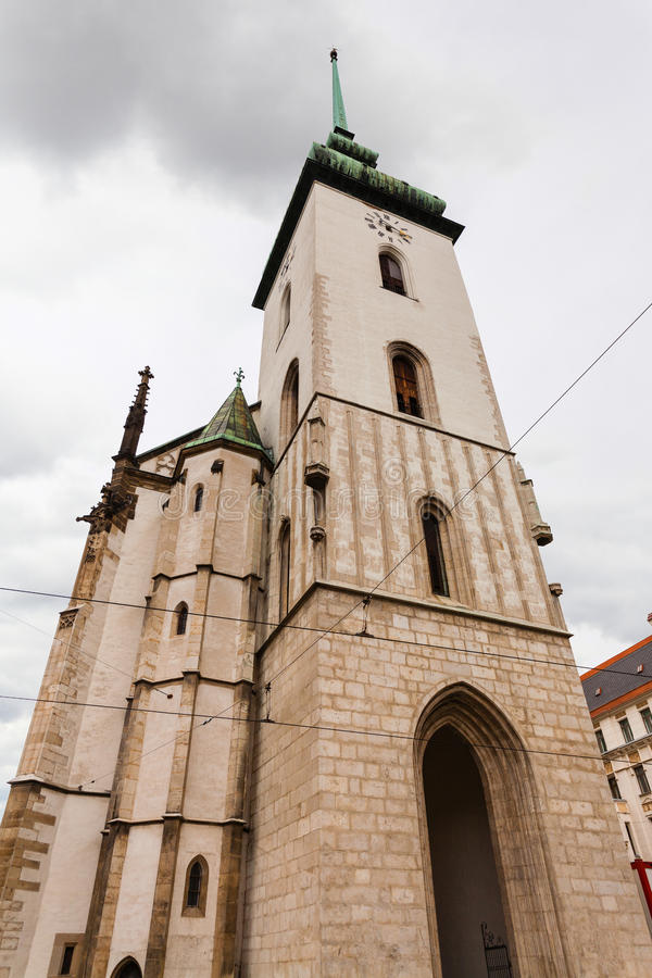 Toren van Kerk van St Jacob (St James) in Brno stock fotografie