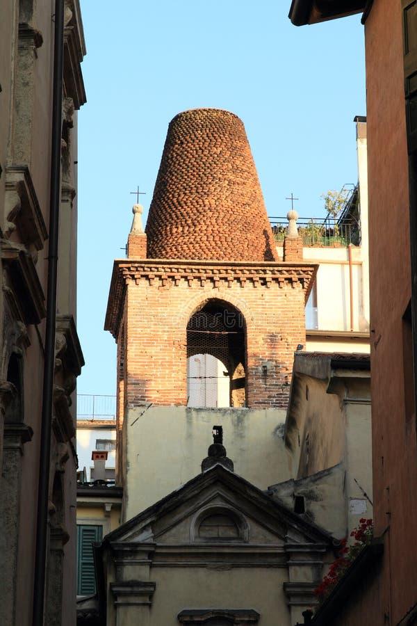 Toren van kerk in Verona royalty-vrije stock afbeeldingen