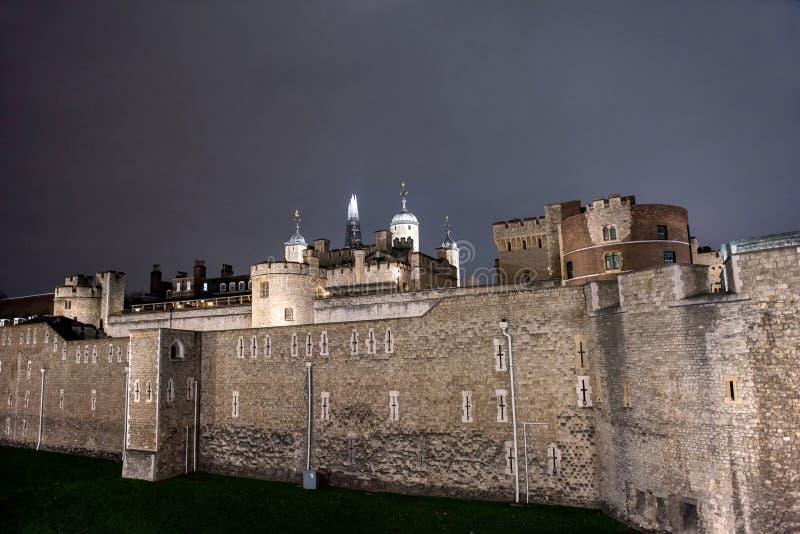 Toren van Londen, middeleeuws 's nachts kasteel royalty-vrije stock afbeeldingen