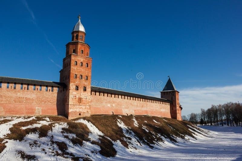 Toren van Novgorod het Kremlin, Historische Monumenten van Novgorod en Omgeving, Rusland stock afbeeldingen