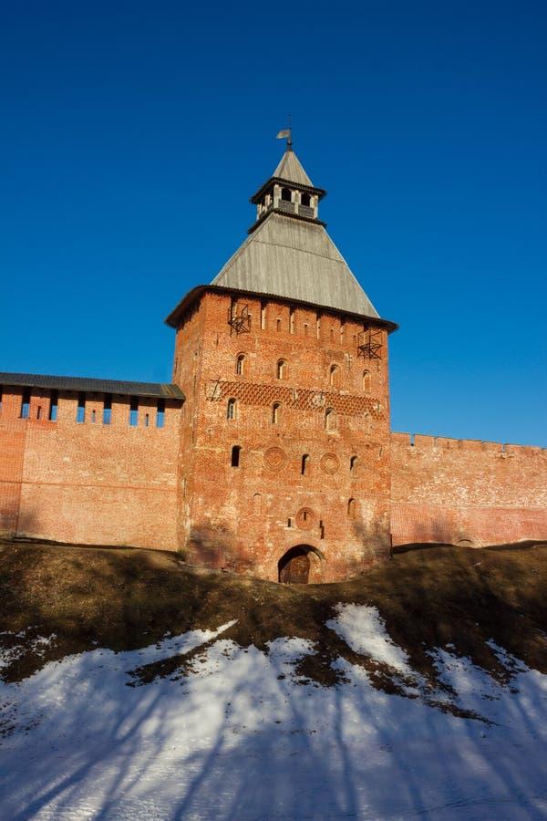 Toren van Novgorod het Kremlin, Historische Monumenten van Novgorod en Omgeving, Rusland stock afbeelding
