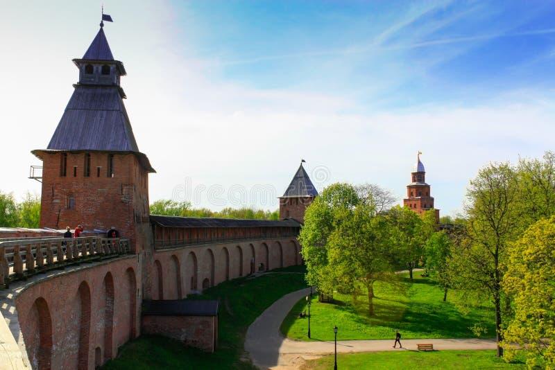 Toren van Novgorod het Kremlin, Historische Monumenten van Novgorod en Omgeving, Rusland royalty-vrije stock afbeeldingen