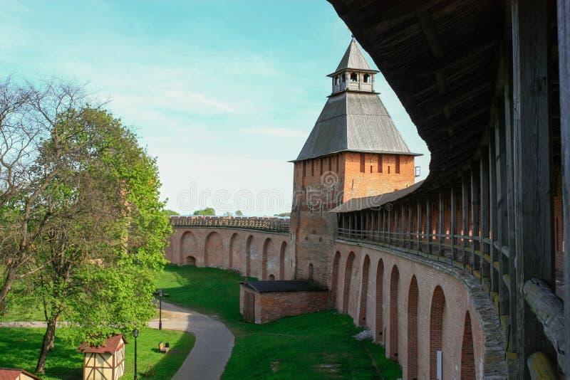 Toren van Novgorod het Kremlin, Historische Monumenten van Novgorod en Omgeving, Rusland stock fotografie