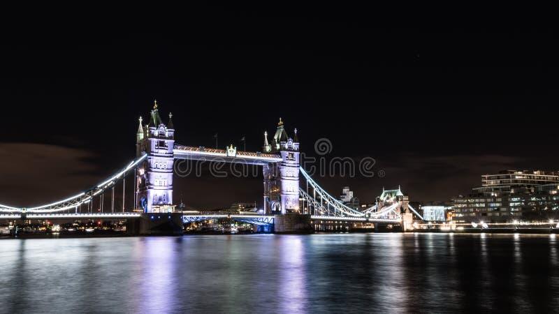 Torenbrug bij Nacht in Londen royalty-vrije stock foto's
