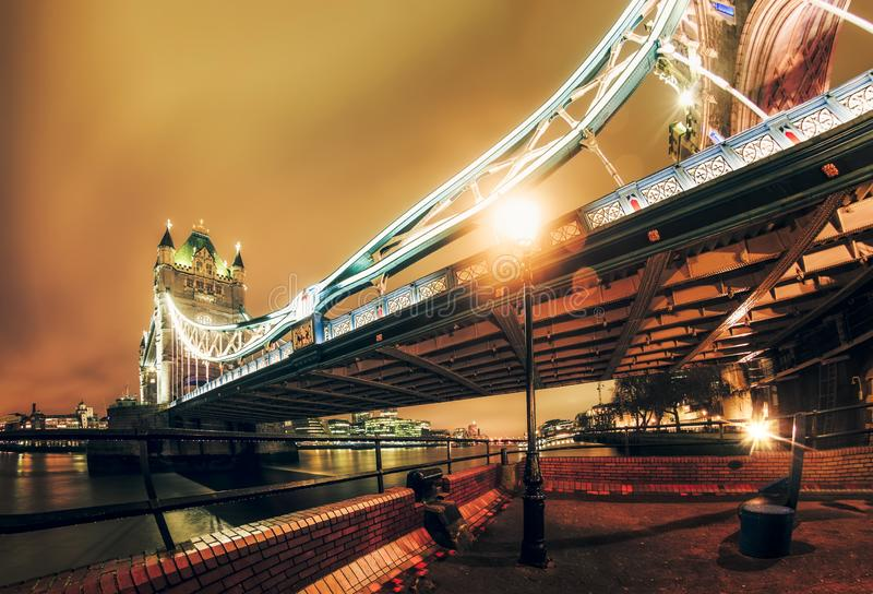 Torenbrug bij nacht, Southwark stock foto's