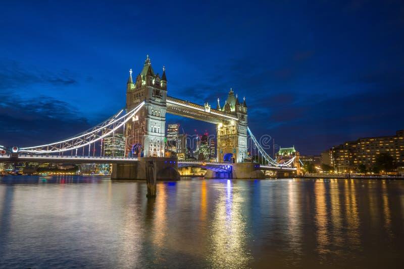 Torenbrug in de avond, Londen, Engeland royalty-vrije stock afbeelding