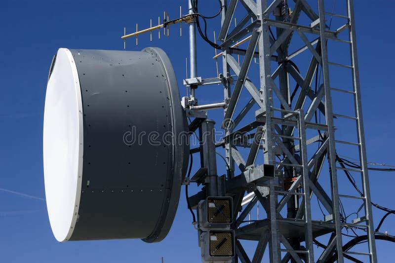 Torens en antennes voor mededeling stock fotografie