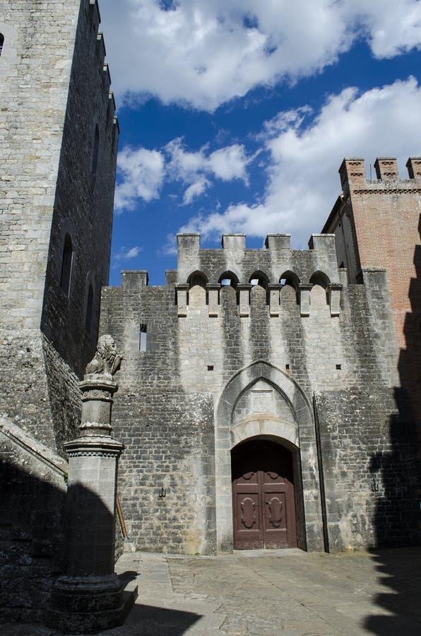 Torens en middeleeuwse kastelen het Italiaans royalty-vrije stock foto's