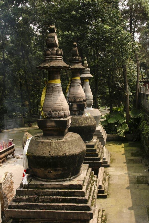 Torens in het shijing van tempel, chengdu, China stock fotografie