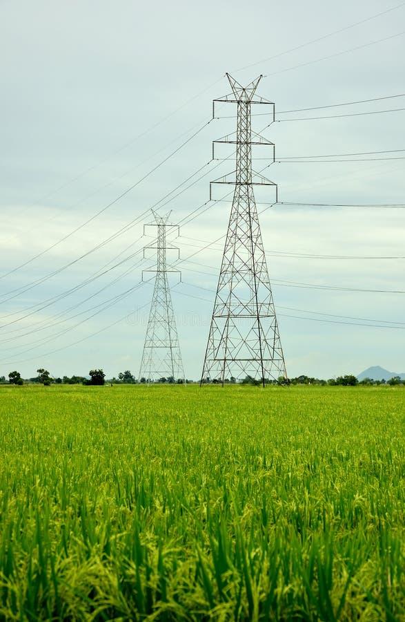 Torens met hoog voltage royalty-vrije stock afbeeldingen