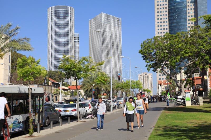 Torens van Azrieli-Centrum en Sarona-gebied in Tel Aviv, Israël royalty-vrije stock fotografie