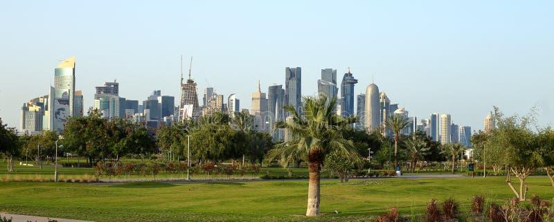 Torens van Bidda-Park in Doha, Qatar worden gezien dat royalty-vrije stock foto