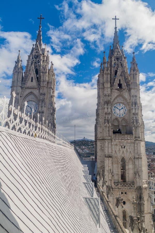 Torens van de Basiliek van de Nationale Gelofte in Quito stock foto