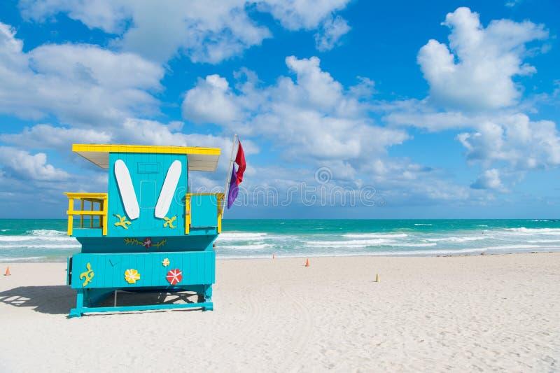 Torens van de het strand de kleurrijke badmeester van Miami Originele iconische structuren Van het het Zuidenstrand van badmeeste stock fotografie