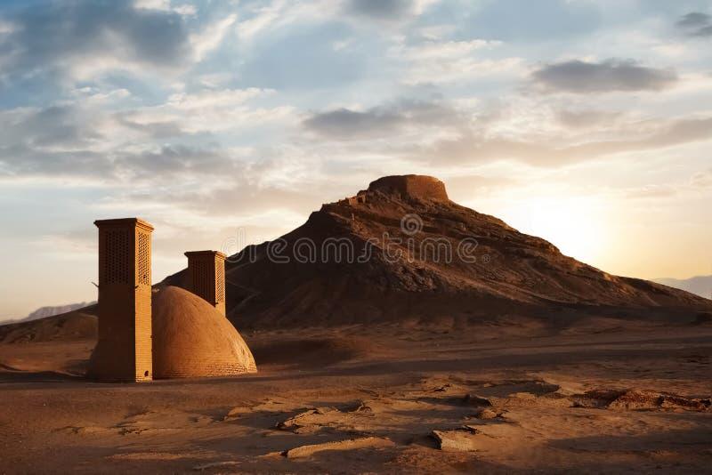 Torens van stilte bij zonsondergang iran De historische plaats van oud Perzië stock foto