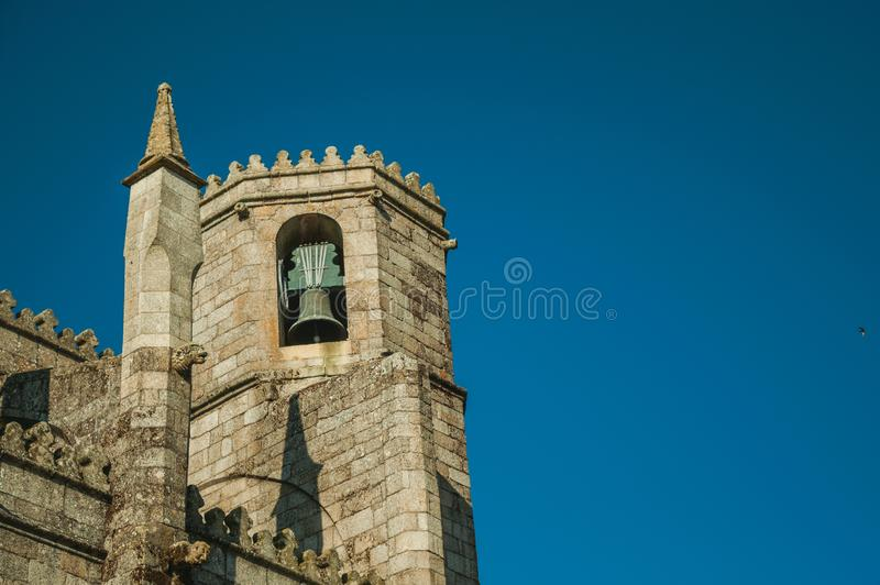 Torenspits met bronsklok op de gotische Guarda Kathedraal royalty-vrije stock fotografie