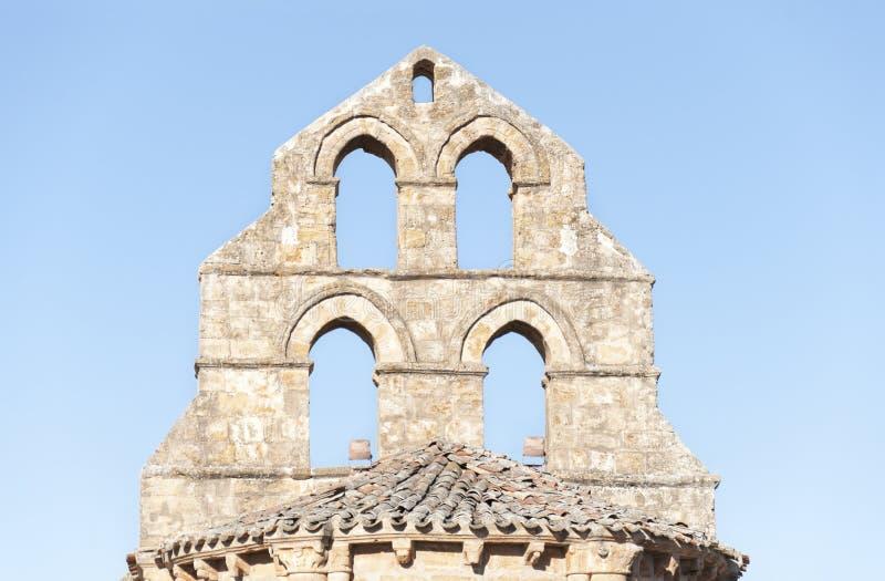 Torenspits van een Romaanse kapel royalty-vrije stock foto's