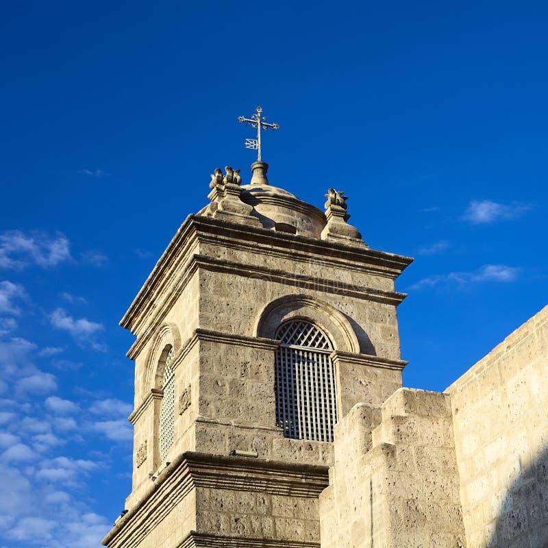 Torenspits van het Klooster van Santa Catalina in Arequipa, Peru royalty-vrije stock foto