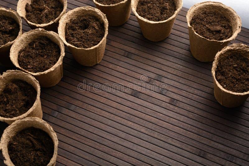 Torftöpfe mit Boden lizenzfreies stockbild