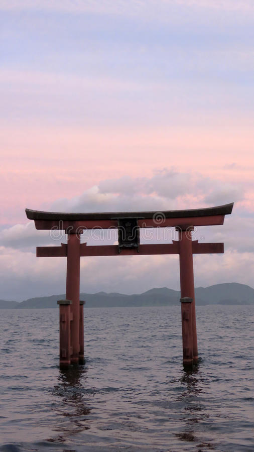Tori di Shirahige in Lake Biwa nel Giappone fotografie stock