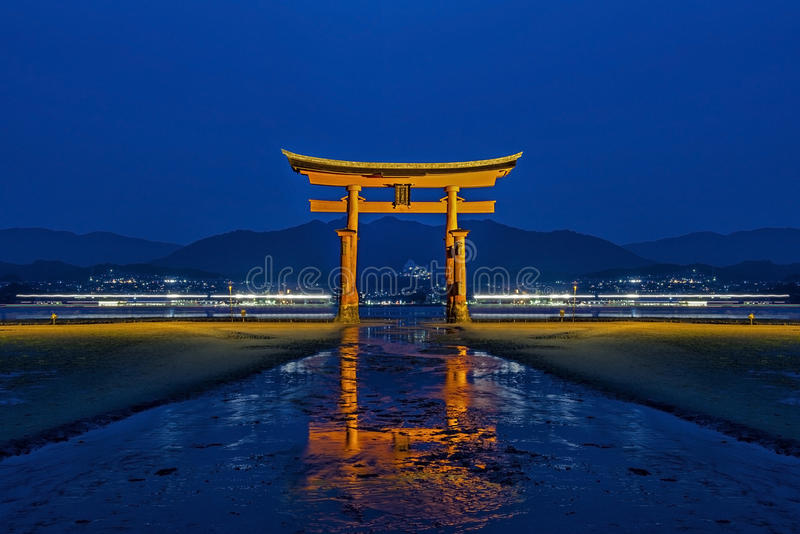 Tori odbicie w Japan obraz royalty free