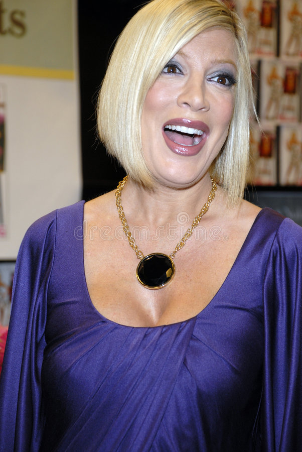Download Tori Spelling Promoting Her New Book. Editorial Stock Image - Image: 6110594