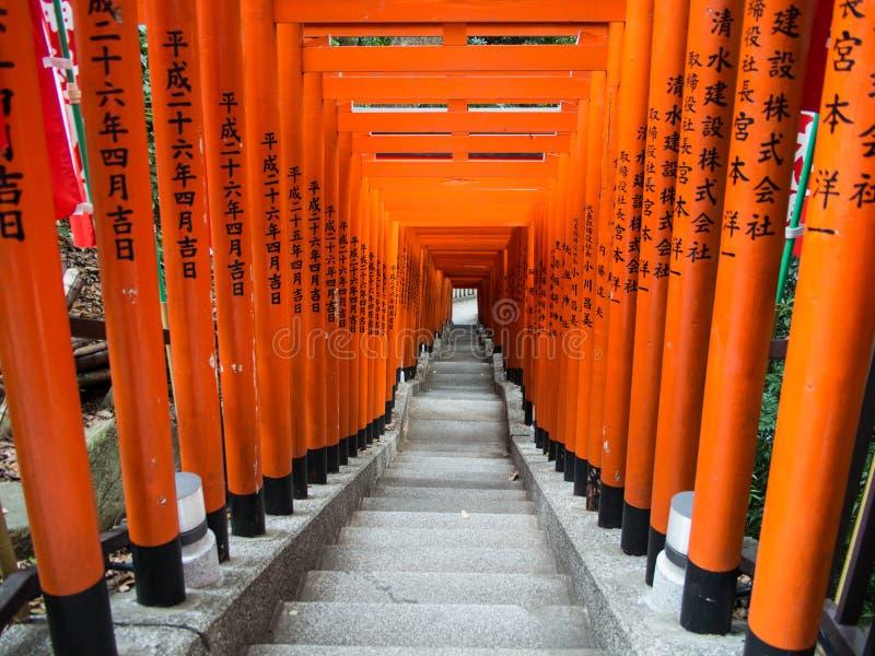 Torii al santuario di Hie Jinja, Tokyo, Giappone fotografie stock libere da diritti