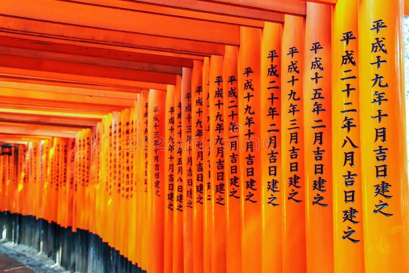 Torii bramy przy przy Fushimi Inari Taisha zdjęcia stock