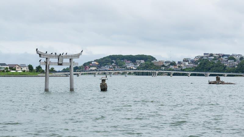 Torii de piedra en la ciudad de Fukuoka de Japón fotos de archivo