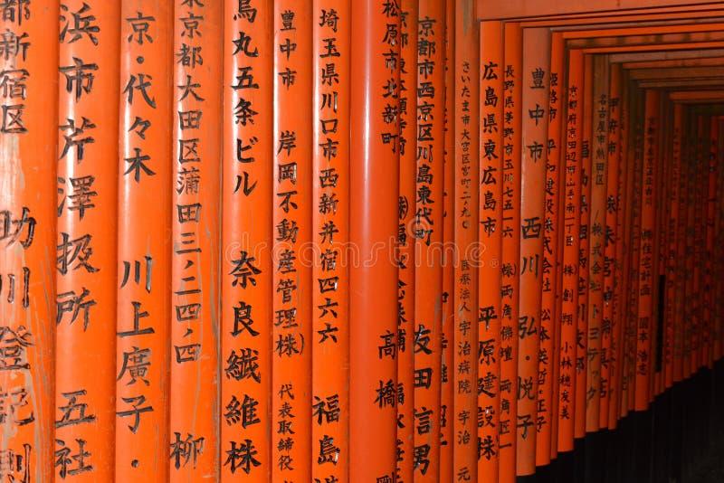 Torii detalj Fushimi Inari Taisha relikskrin kyoto japan royaltyfri bild