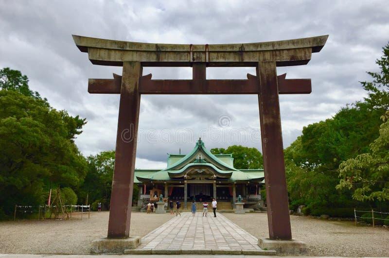 Torii di Ichino del santuario di Hokoku in Osaka Castle Park immagini stock