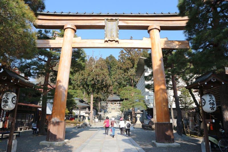 Torii port på den Sakurayama Hachimangu relikskrin, en berömd historisk plats i Takayama, Gifu Japan - April 2019 arkivbild