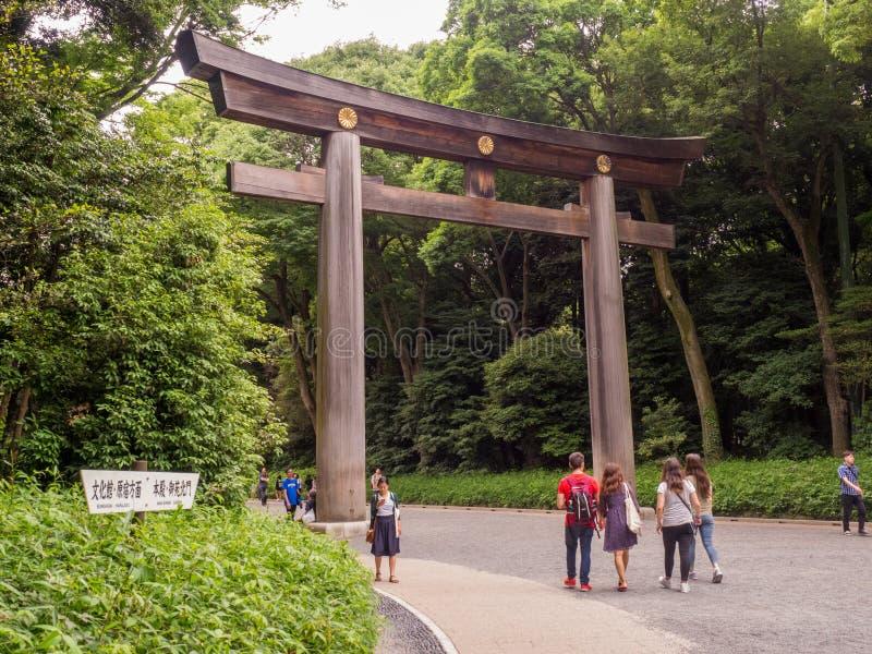 Torii-Tor in Meiji Jingu lizenzfreie stockfotos