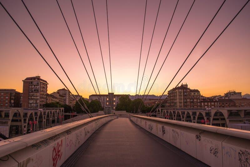 Torino, Italia - 26 maggio 2013: Arco olimpico Torino al tramonto nella t fotografia stock libera da diritti