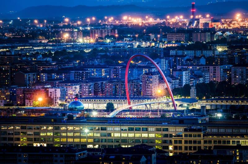 Torino Lingotto alla notte fotografia stock