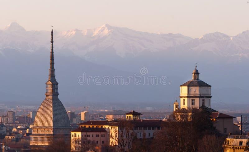 Torino (Turin), panorama med Cappuccini och Mole arkivfoton