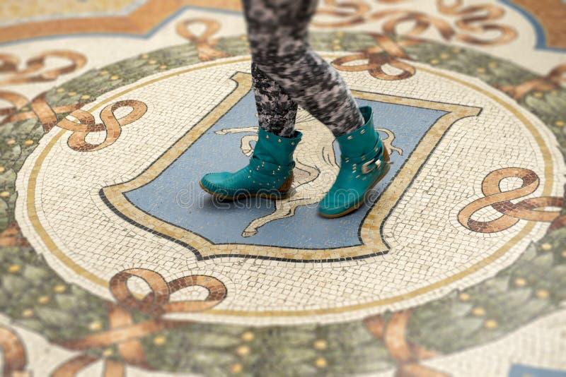 Torinos tjur på galleriaen Vittorio Emanuele arkivbilder