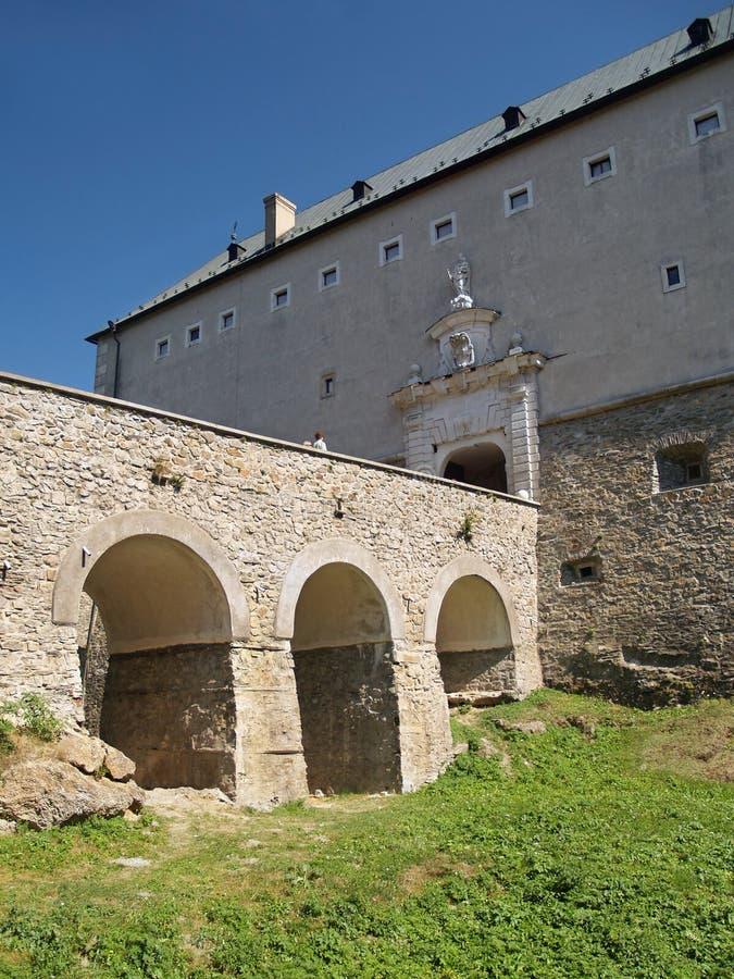Torka vallgraven på Cerveny Kamen Castle arkivbild