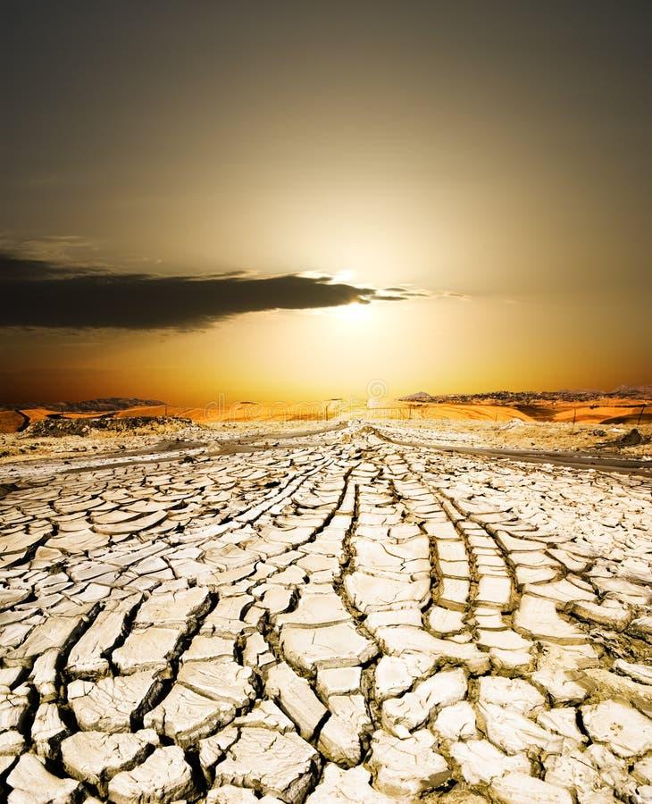 torkad jordningssolnedgång arkivbilder