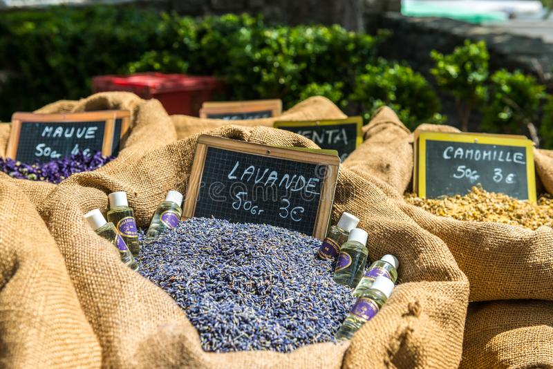 Torkad lavendelolja och lavendelolja royaltyfri foto
