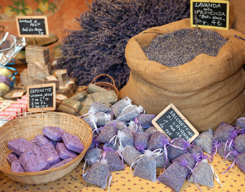 Torkad lavendelpåsekorg arkivbild