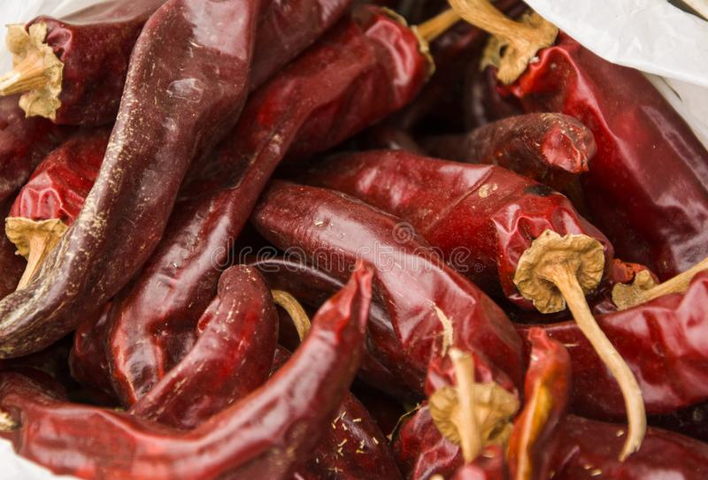 Torkad röd och rökt röd peppar arkivbilder
