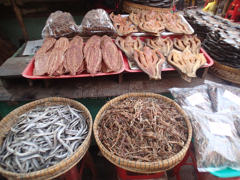 Torkad skaldjur på marknaden i den Mekong deltan royaltyfria bilder