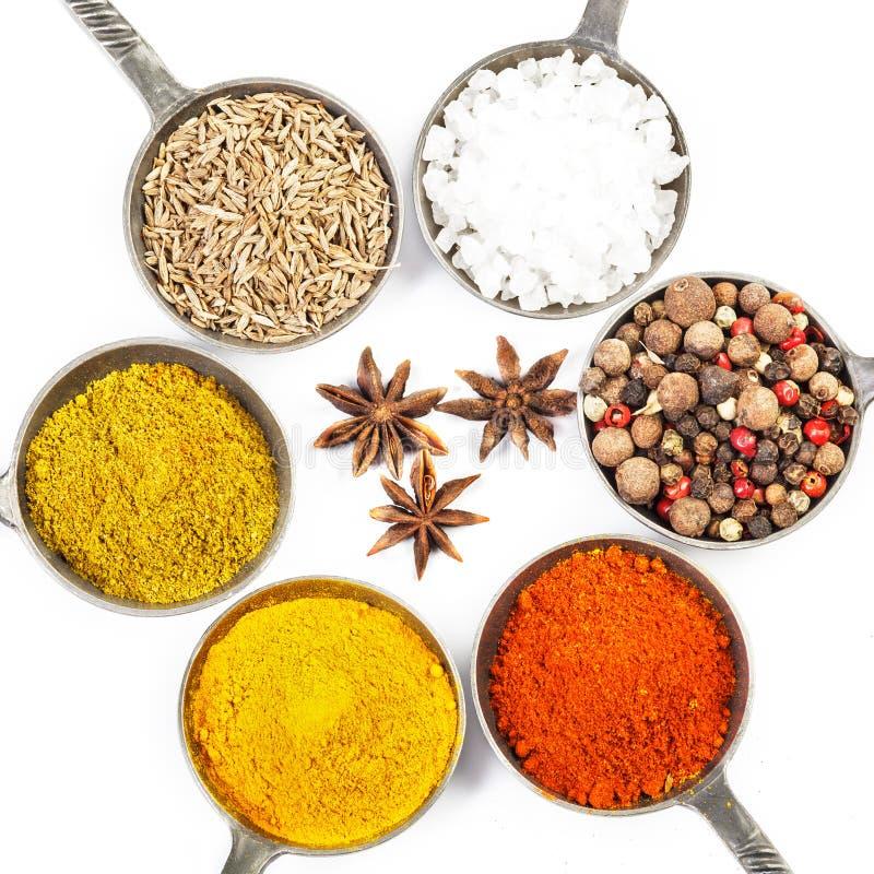 torkade aromatisk kokkonst för tillsatser olika kryddor för det naturliga valet för elementmatingredienser fotografering för bildbyråer