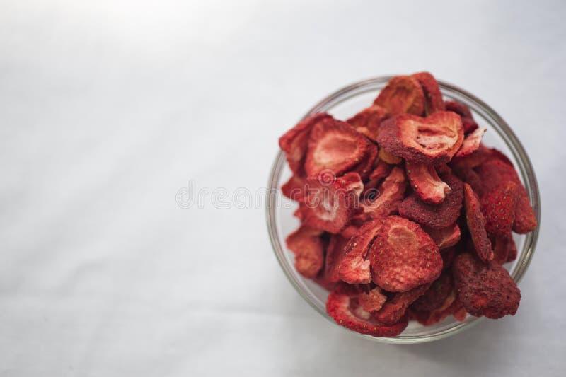 torkade frysningjordgubbar arkivfoton