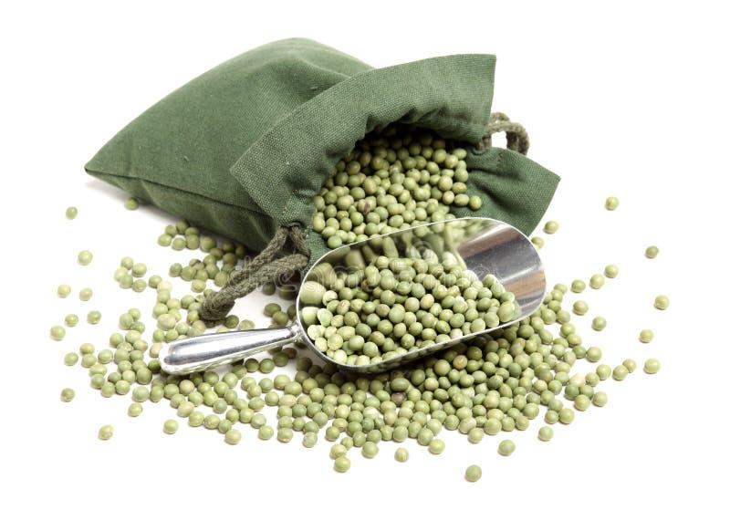 torkade gröna ärtor royaltyfria foton