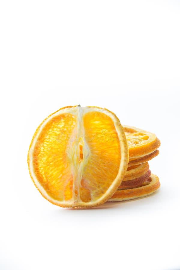 Torkade isolerade apelsinskivor arkivfoto