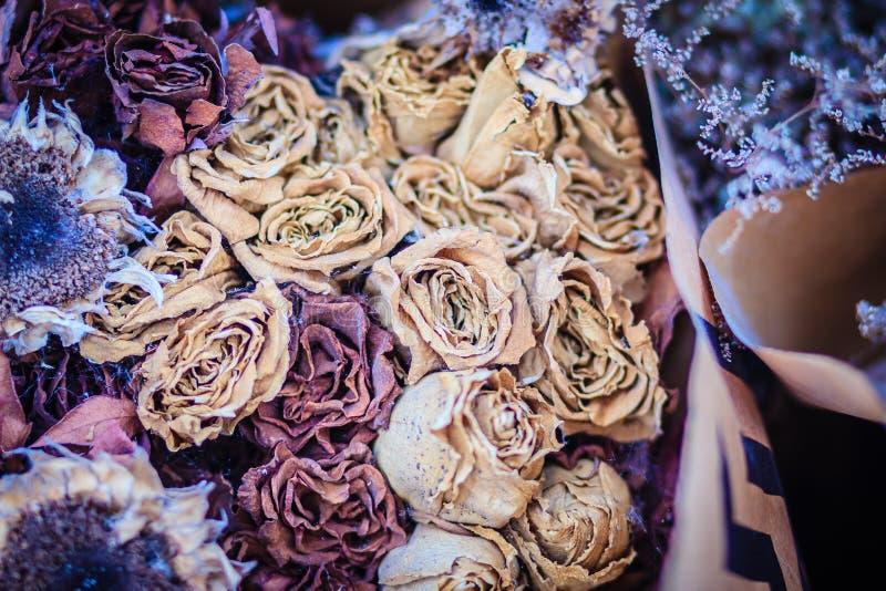 Torkat gifta sig bakgrund för rosblommabukett tätt övre för bukett fotografering för bildbyråer